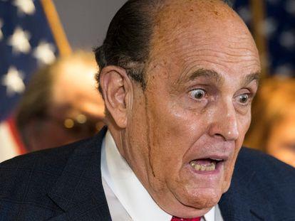 El abogado de Donald Trump, Rudy Giuliani, en rueda de prensa este jueves.
