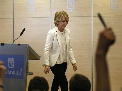 Esperanza Aguirre, tras la comparecencia de abril en la que anunció su dimisión como portavoz del PP en el Ayuntamiento de Madrid