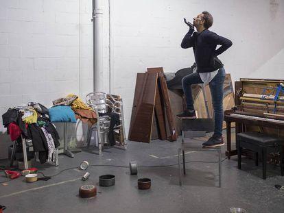 Israel Galván, el miércoles en su estudio de Sevilla durante un ensayo de 'El amor brujo'.