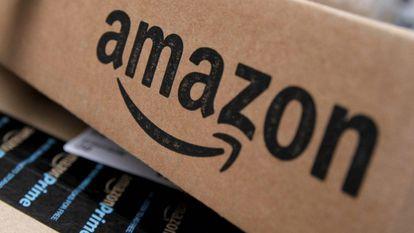 Un paquete de Amazon, preparado para su entrega.