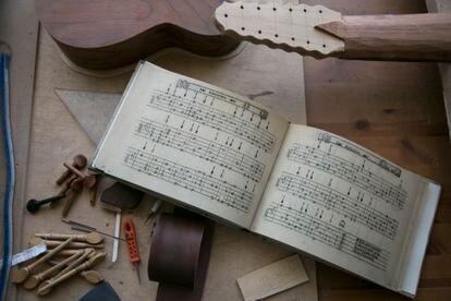 Detalle del taller del luthier Demian Reolid.