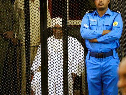 Al Bashhir, durante la lectura de la sentencia este sábado en Jartum.