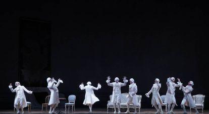 Los ocho criados, coprotagonistas a la vez que espectadores en la undécima escena de 'Capriccio'.