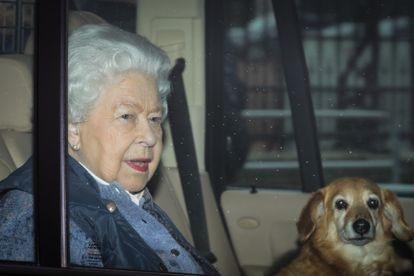 Isabel II sale del palacio de Buckingham en dirección a Windsor, el jueves 19 de marzo.