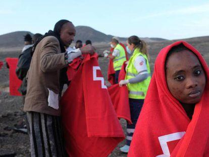 Desembarco de una patera en el municipio de Pájara, al sur de la isla de Fuerteventura, el pasado día 26.