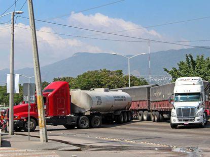 Camiones retenidos en Chiapas, al sur de México.