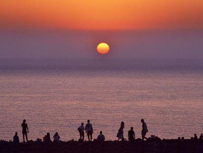 Puesta de sol junto al faro de Barbaria, en Formentera.