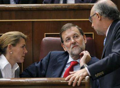 Mariano Rajoy, en el pleno del Congreso junto a María Dolores de Cospedal y Cristóbal Montoro