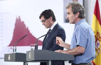 El ministro de Sanidad, Salvador Illa, y el director del CCAES, Fernando Simón, explican los datos epidemiológicos el 19 de junio de 2020.