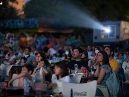 Lleno el pasado sábado para ver 'Tom & Jerry' en el cine de verano de La Bombilla.