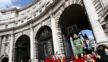 El Gobierno británico adjudicó hoy el emblemático Arco del Almirantazgo de Londres por 60 millones de libras (75 millones de euros) al inversor español Rafael Serrano. EFE/Archivo