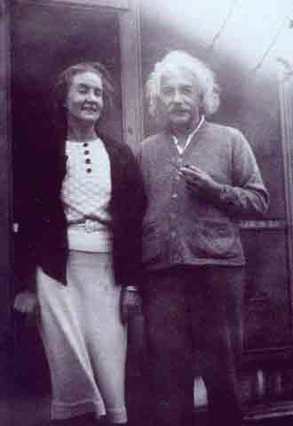 Einstein, junto a su amante Margarita Konenkova, quien era espía soviética.