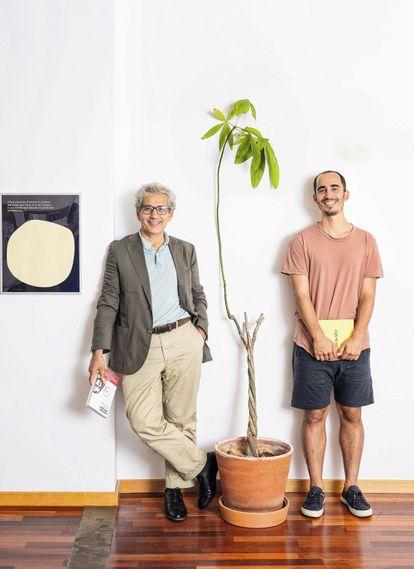 Joaquim y Álvaro Palau en la sede de Arpa en Barcelona. A veces, dicen, no se sonríen.