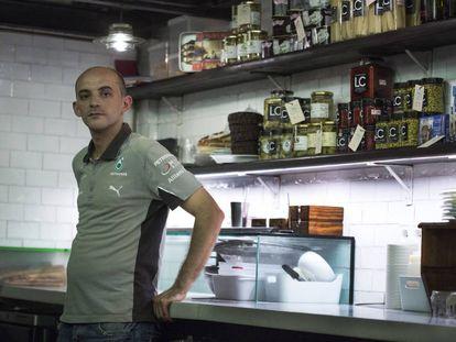 Bilal El Meghraui, en la actualidad, en la cocina del restaurante de Barcelona donde trabaja.
