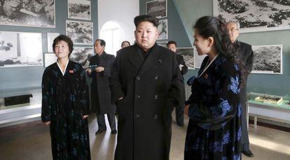 El dictador norcoreano Kim Jong-un visita el Museo de Sinchon.