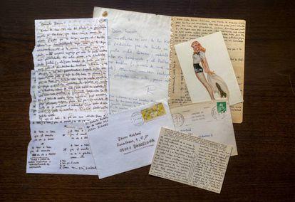 Cartas y postales enviadas por Bolaño a Bruno Montané fotografiadas en la Biblioteca Nacional de Madrid.