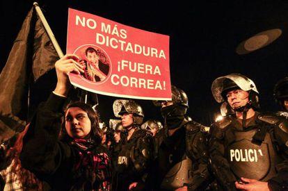 Manifestación la noche del lunes en Quito.
