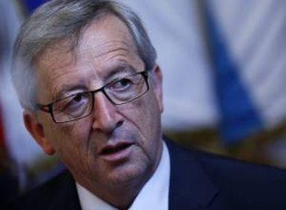 El primer ministro de Luxemburgo y presidente del Eurogrupo, Jean-Claude Juncker, abandonando el edificio del Consejo Europeo hoy al finalizar el primer día de la cumbre de la Unión Europea en Bruselas.