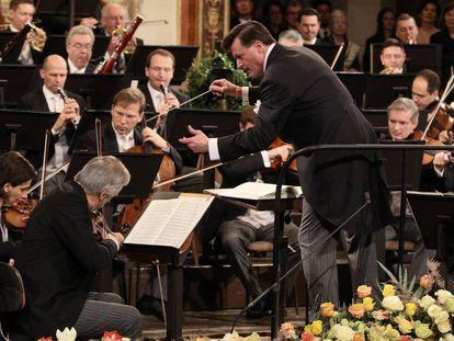 Christian Thielemann dirige a la Filarmónica de Viena en el Concierto de Año Nuevo.