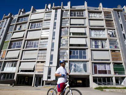 Bloque de viviendas sociales que el Ayuntamiento de Madrid vendió a Blackstone, en una imagen de archivo.