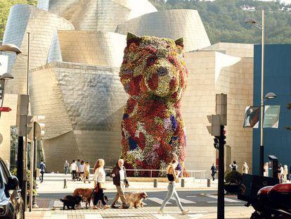 Vista de Puppy con el Museo Guggenheim al fondo.