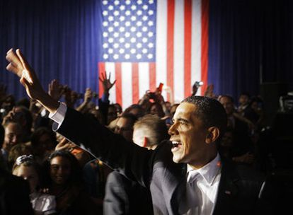 El presidente Barack Obama saluda a sus simpatizantes tras un discurso ayer en Chicago.