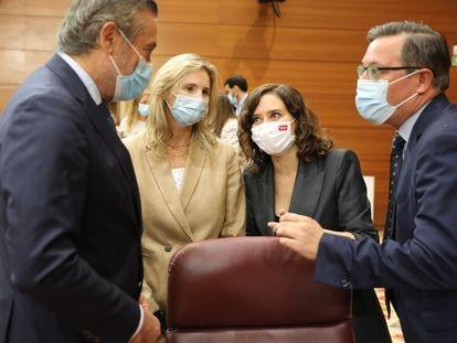 De derecha a izquierda, el portavoz del PP en la Asamblea de Madrid, Alfonso Serrano; la presidenta, Isabel Díaz Ayuso; la consejera de Medio Ambiente, Paloma Martín, y el consejero de Presidencia, Justicia e Interior, Enrique López, en la Asamblea el pasado día 23 de septiembre.