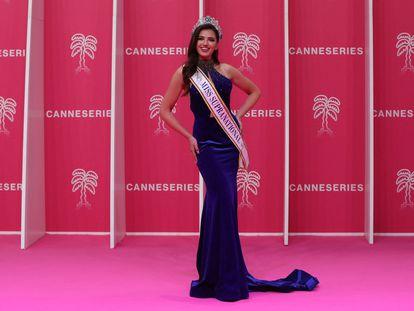 Judith Brumant Lachoua, Miss Supranational France 2020/2021, posa en el Festival Internacional de Series de Cannes, el pasado 10 de octubre