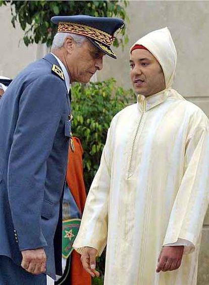 Mohamed V (derecha), rey de Marruecos, y Hosni Bensliman, en 2001.