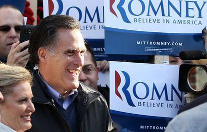Mitt Romney, en el centro de votación de Manchester.