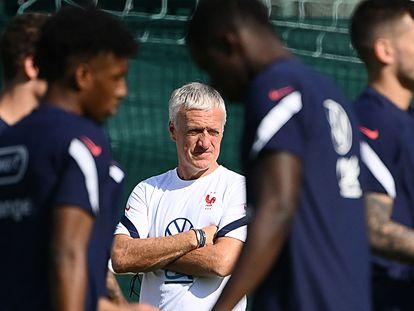 Deschamps durante un entrenamiento con Francia.