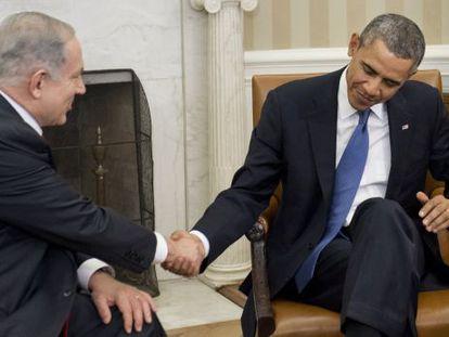 El presidente de EE UU, Barack Obama, saluda al primer ministro israelí, Benjamin Netanyahu.