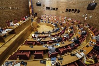 El hemiciclo de las Cortes Valencianas durante el debate del estado de la comunidad.