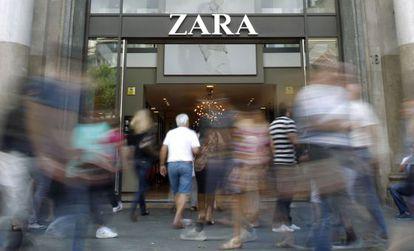 Entrada de un establecimiento de Zara en Barcelona
