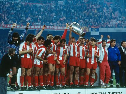 Los jugadores del Estrella Roja celebran la victoria en la final de 1991 contra el Olympique de Marsella.