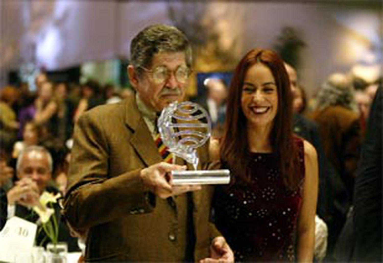 Alfredo Bryce Echenique, ganador del Premio Planeta 2019, y la finalista, Maria de la Pau Janer.