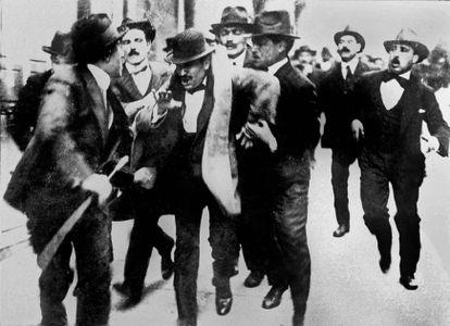 Benito Mussolini es detenido en Roma el 18 de noviembre de 1919.