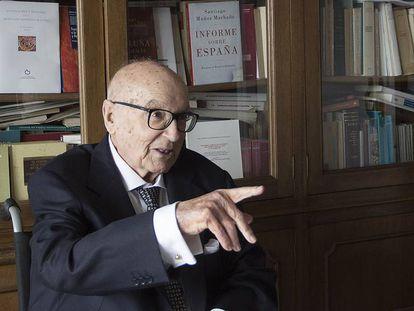 Mauel Clavero, en su casa de Sevilla.