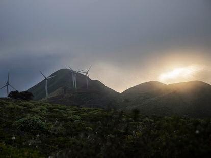 Aerogeneradores de la planta de Gorona del Viento en la Isla de El Hierro en Canarias.