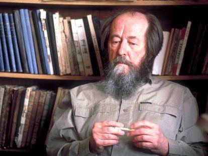 Aleksandr Solzhenitsyn en su casa en una imagen sin datar.