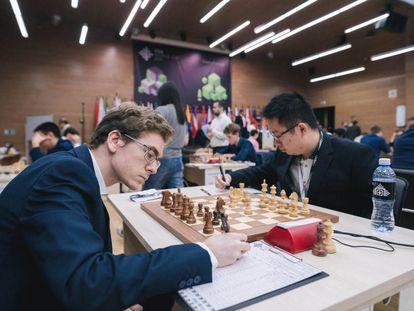 Inicio de la partida Antón-Yi Wei, hoy en Janti Mansiisk (Rusia)