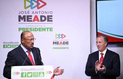 Juárez Cisneros y Meade, durante el anuncio del relevo en el PRI.