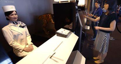 Robot recepcionista del parque temático Huis Ten Bosch, ubicado en Sasebo, Nagasaki (Japón).