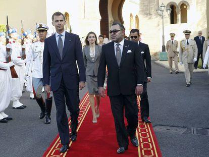 El Rey de Marruecos, Mohamed VI, con los Reyes Felipe VI y Letizia durante una visita oficial en 2014