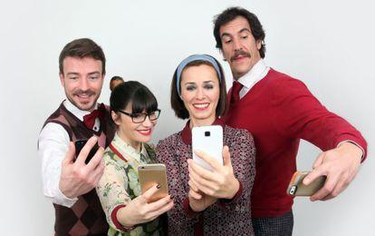 Reparto de la obra de teatro 'Smartphones'.