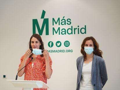 Rita Maestre (izquierda) y Mónica García en la rueda de prensa de este lunes
