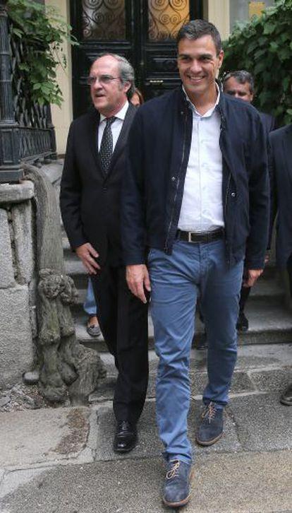 Sánchez y Gabilondo, tras presentar su plan educativo.