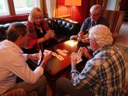 Cuatro de los participantes en 'Hotel Romántico'.