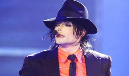 El cantante Michael Jackson, durante una presentación en 2005.