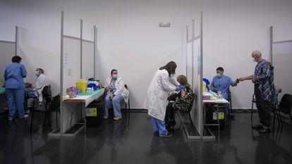 Vacunación masiva en La Farga del Hospatalet.